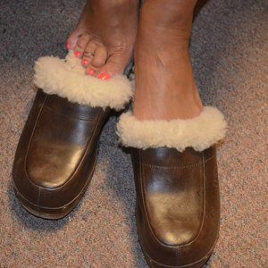 UGG Clogs Womens Size 6